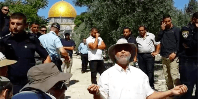 Amihai Ariel performing Priestly Blessing on Temple Mount (Video capture)