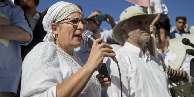 Parents of Hallel Yaffa Ariel and Hundreds of supporters arrive to visit the Al-Aqsa Mosque compound in memory of Hallel Yaffa Ariel in Jerusalem Old City, July 12, 2016. (Photo: Yonatan Sindel/Flash90)