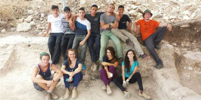 The high school students that worked this summer in the archaeological excavation at Shlomi. (Photo: Karen Covello-Paran/Israel Antiquities Authority)