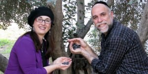 Rabbi Shmuel Veffer (R) and Nili Abrahams proudly display their rich olives. (Photo: Galilee Green)