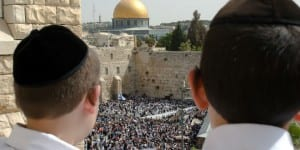 Jewish boys look out to the Western Wall (Kotel) plaza. (Photo: Shutterstock.com)