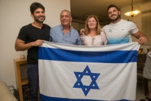 Family members of Israeli judoka Ori Sasson celebrating at thier home in Jerusalem after Ori won Israel's second judo bronze medal at the Olympic Games Rio, August 12, 2016. (Photo by Yonatan Sindel/Flash90)