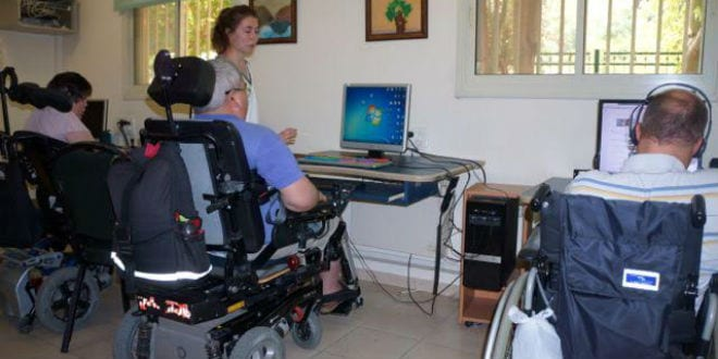 Patients at the Colel Chabad Grabski Center are treated with cutting-edge technology. (Photo: Colel Chabad)