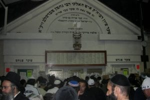 The tomb of Rebbe Nachman of Breslov in Uman, Ukraine. (Nahoumsabban/Wikimedia Commons)