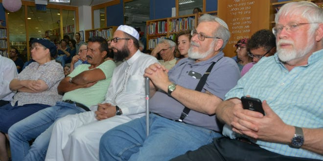 Palestinians and Israelis met on Tuesday evening at the library of the Etzion-bloc community of Efrat to learn about the history of Jewish-Arab relations in the region and about the cooperation that has existed between them throughout the past century. (Photo: Meir Elipur/TPS)