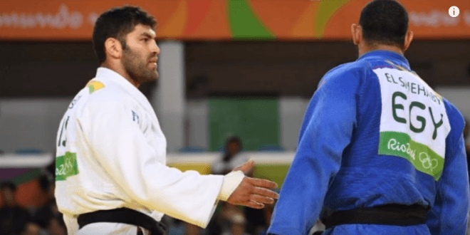 Israeli bronze medal winner Ori Sasson reaches his hand out to Egyptian opponent Islam El Shehaby. (Video Screenshot)