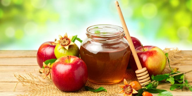 Apples, honey and pomegranates are traditional Rosh Hashana foods. (Shutterstock)