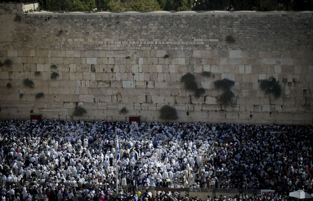 About 50,000 people gathered at the Kotel for the priestly blessing.  during the Cohen Benediction priestly blessing at the Jewish holiday of Sukkot, October 19, 2016.  (Yonatan Sindel/Flash90)