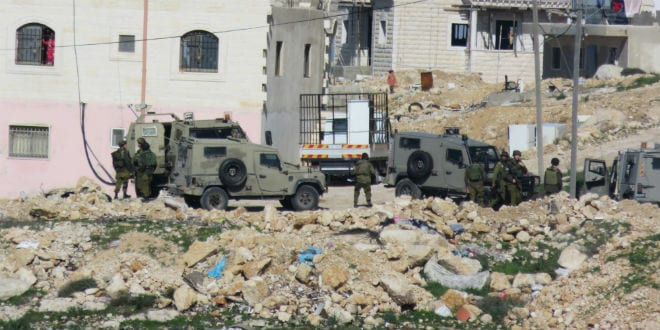 IDF soldiers searching Negahot community after reports of a Palestinian infiltration. (Daniel Gilad/TPS)