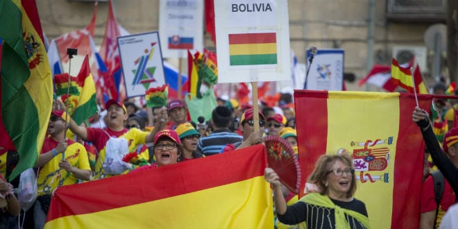 Delegation of pro-Israel Christians from Boliva participates in the IECJ Parade of Nations in Jerusalem, October 20, 2016. (Yonatan Sindel/Flash90)