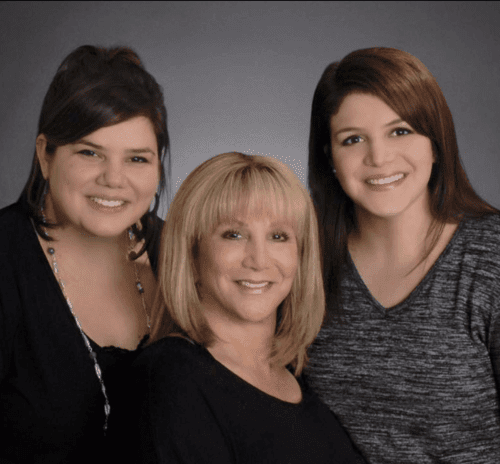 Maxx Schube (center) with daughters Rochelle (left) and Alana. (Renee Young, Hadassah)