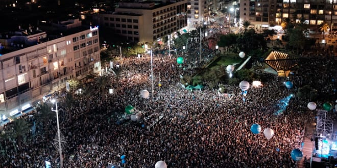 Israelis attend a rally marking 21 years since the assassination of late Israeli Prime Minister Yitzhak Rabin, at Tel Avivs Rabin Square on November 5, 2016 (Photo by Tomer Neuberg/Flash90)