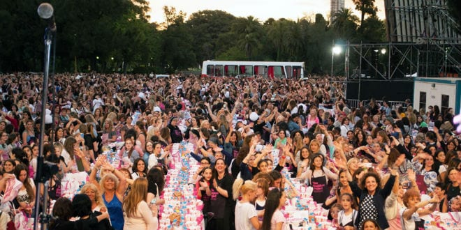 Some 8,000 gathered for a challah bake in Buenos Aires, Argentina, as part of The Shabbat Project. (Courtesy Shabbat Project)