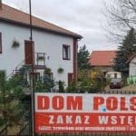 """Jewish Groups Outraged as Polish Guesthouse Posts """"No Jews Allowed"""" Sign"""