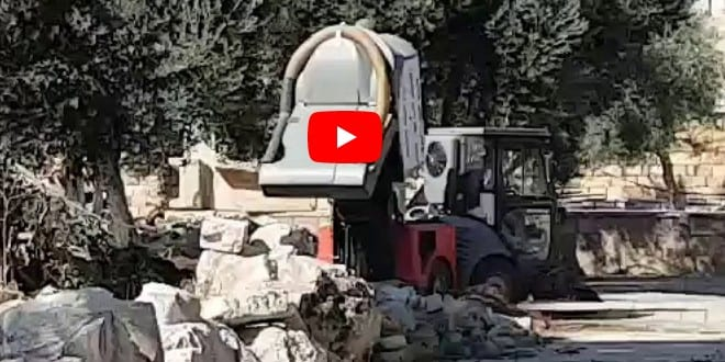 """Caught on Camera: Muslim Authorities Dump Waste on Temple Mount, their """"Holy Site"""""""