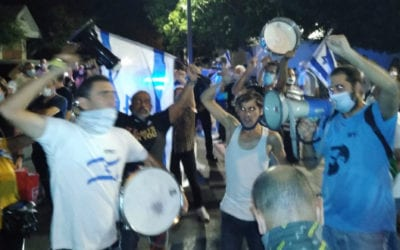 Right-Wing Activists Keep Tel Aviv Awake to Protest Noisy Left-Wing Jerusalem Protests